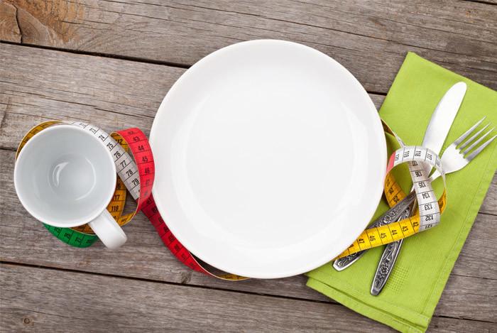 en kop og tallerken til slankemad